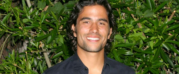 Buenos Aires born actor Ignacio Serricchio is one good looking guy!
