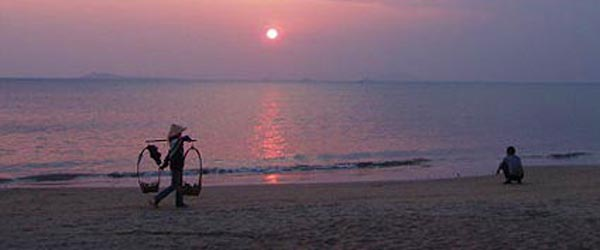 The beach at Sanya Bay has the most affordable resorts in the area.