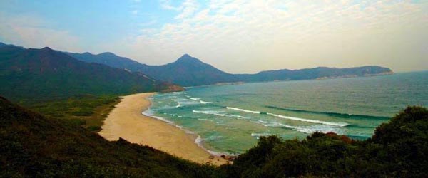 The spectacular beach of Tai Wan as seen from the trail to Ham Tin.