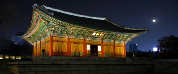 Deoksugung Palace is located right in the center of Seoul.