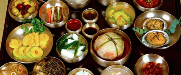 This is a set meal of traditional Korean food.
