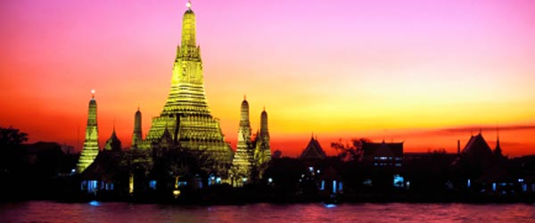 The spectacular Wat Arun Temple on the Chao Phraya River.