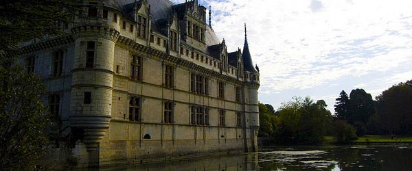 travel guide to the loire valley and its chateaux traveler 39 s digest. Black Bedroom Furniture Sets. Home Design Ideas