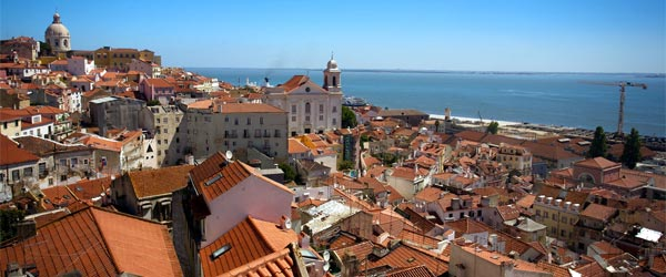 The historic district of Alfama, the oldest district in Lisbon. Photo credit Dirk Olbertz / Flickr CC BY 2.0
