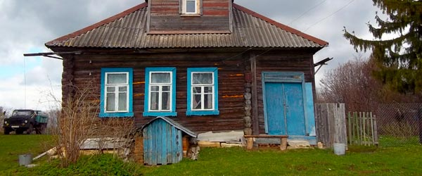 A traditional dacha or country home in Dubrovka.