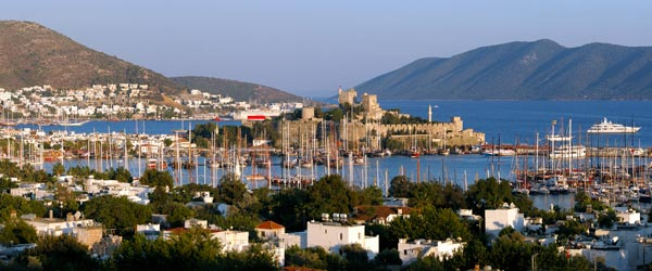 When the sun sets on scenic Bodrum, the party people come out to play in the many beachfront nightclubs.