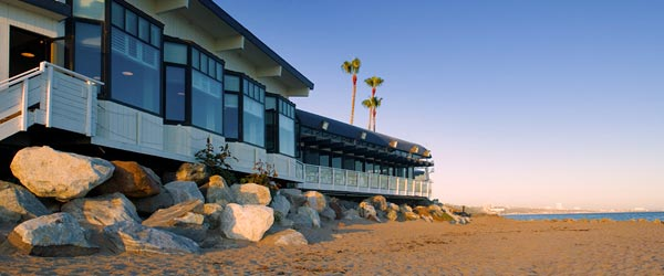 Where Sunset Blvd meets the sea, visitors will find Gladstone's.