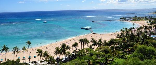 The lush, tropical coastline of Oahu.