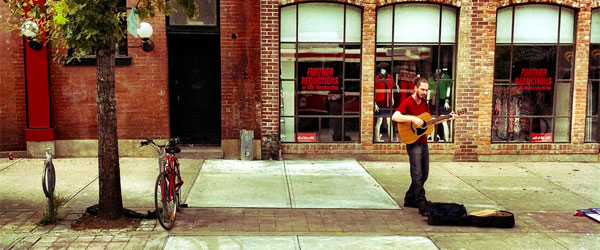 A street performer on Queen Street West. Photo credit Ryan.