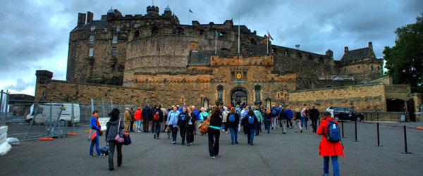 Tourists venturing into the Edinburh Castle on a rainy day. Photo credit Ajay Thampi.