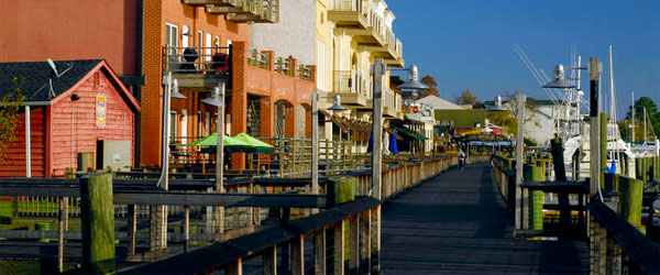 The harborwalk in historic Georgetown SC. Photo credit Jason Barnette Photography / CC SA.