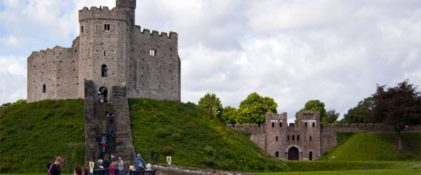 Tourists climbing up to the 11th century Cardiff Castle. CC SA.