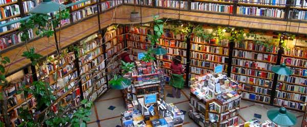 Inside the El Péndulo bookstore. Photo by Quinn Comendant via Flickr.
