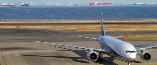 Haneda Airport on Tokyo Bay has a much more convenient location than Narita International. Photo credit Yuki Shimazu / CC BY-SA.