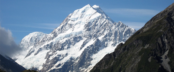 At 3,724 meters, Mount Cook is New Zealand's tallest peak. Photo by Mrs. Gemstone/Flickr.